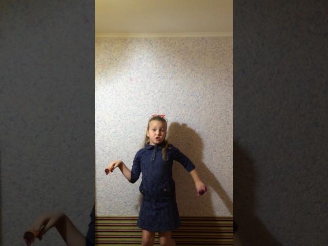 Изображение предпросмотра прочтения – ЕленаЦветок читает произведение «Мартышка и очки» И.А.Крылова