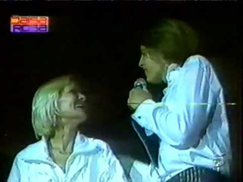 Luis Miguel cantándole a Marcela