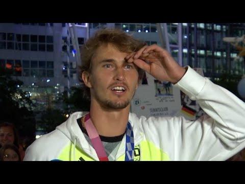 Fauxpas von Zverev: Olympiaheld vergisst Schläger am Gepäckband   SID