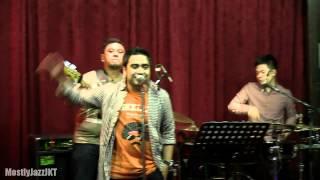 Abdul & The Coffee Theory - Dunia Ini Indah ~ Bodoh Untuk Setia @ Mostly Jazz 03/05/13 [HD]