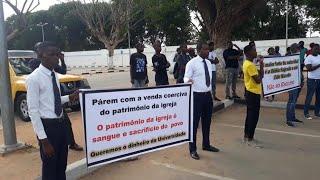 Obreiros e membros fazem manifestação contra a direção da universal em Angola
