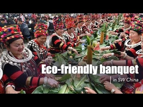 "Live: Eco-friendly banquet in SW China 绿意盎然!景颇族千人""绿叶宴"""