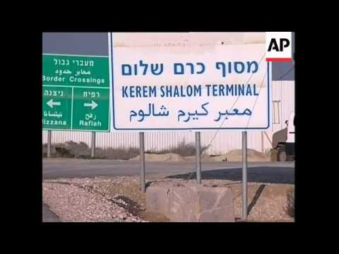 RUSHES Aid sent to Gaza from Israel through Kerem Shalom crossing