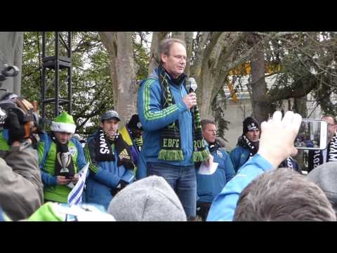 Clint Dempsey; Coach Brian Schmetzer at rally for Seattle Sounders, 13 December 2016