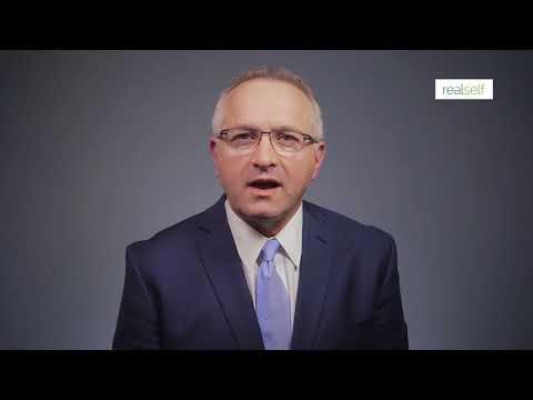 """ד""""ר רם קלוס עונה על שאלה לגבי הגדלת חזה"""