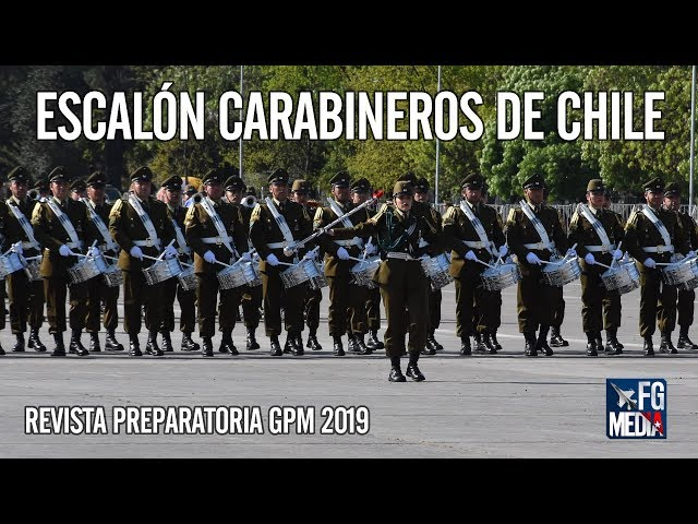 Escalón Carabineros de Chile con la Tambor mayor Kamilla Vega en Revista Preparatoria 2019