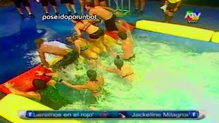 COMBATE: STEPHANIE Y MONICA SE BAJAN EL SHORT. STEPHANIE BAJA EL SHORT A MONICA 12/02/13