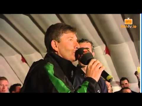 Jim McGuinness & Daniel O'Donnell sing at Donegal Homecoming