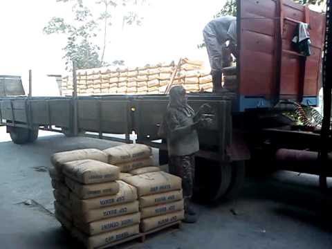 Malaysian Style. Manual unloading 50kg Of Cement (OPC)