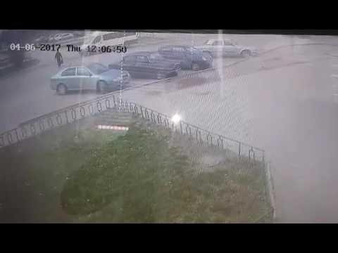 В Волжском водитель протаранил 6 машин