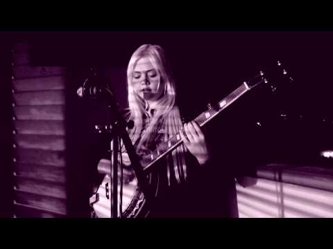 "Elle King ""Keep Movin' On"" - Legends Of La La"