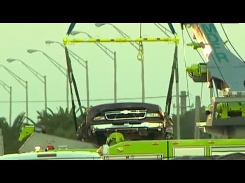 US: First car removed from wreckage of Florida bridge
