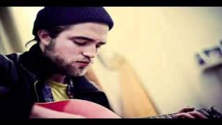 "Download Video Robert Pattinson cantando ao vivo ""It's All On You"" - Legendado MP3 3GP MP4"