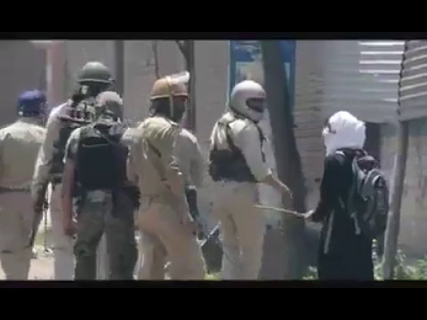 Girl students protest in Kashmir