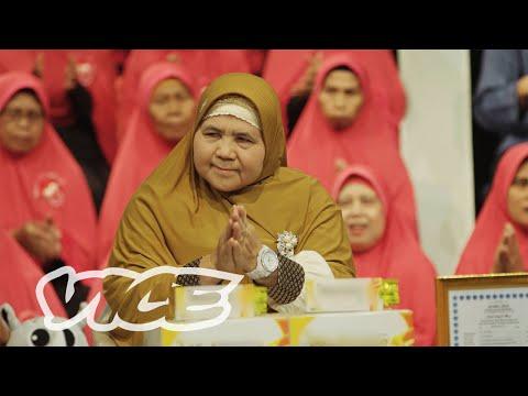 Mamah Dedeh Is The Badass Muslim Preaching Mom Of Indonesia