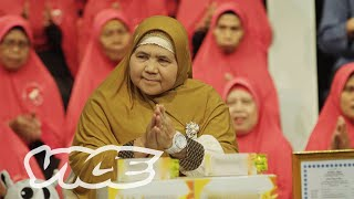 Mamah Dedeh is the Badass Muslim Preaching Mom of Indonesia