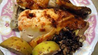 Курица в духовке с яблоками и черносливом