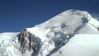 Montee vers le dome du Gouter et vue du Mont-Blanc