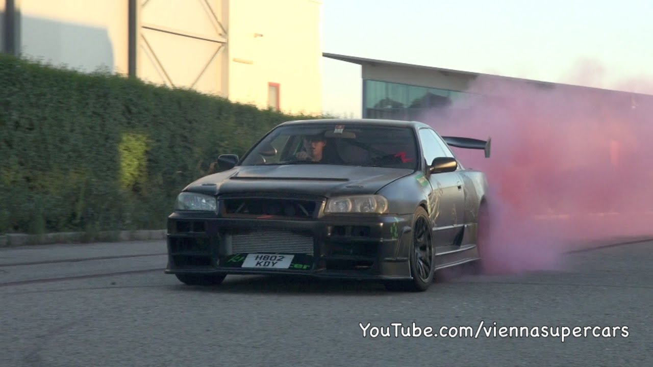 Drift Car Nissan Skyline Produces Pink Smoke Youtube