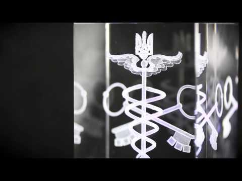 3D кристаллы: лазерная 3Д гравировка фотографий внутри стекла.