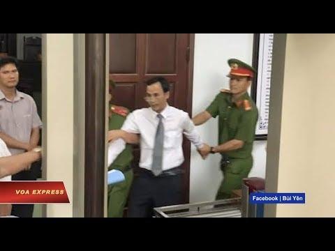 Luật sư bảo vệ ông Trần Vũ Hải bị lôi ra khỏi tòa (VOA)