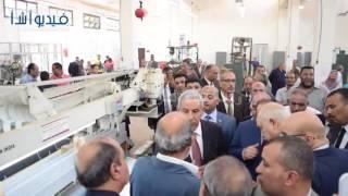 بالفيديو: وزيرا التجارة والتعاون الدولي يفتتحان  قسم النسيج بمصلحة الكفاية الانتاجية