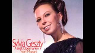 "Sylvia Geszty sings ""Qui la voce sua soave"" from I Puritani.  1970"