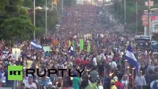 Honduras: Fire-wielding protesters march on Presidential Palace in the tens of thousands