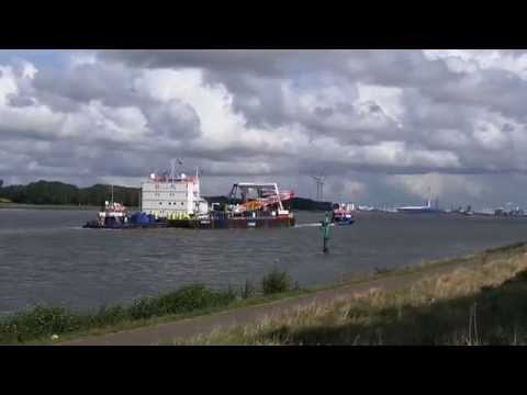 Inge W & Nova K en ponton Stemat 82 E 20120110 173320