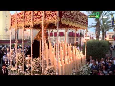 La Hermandad Sacramental de Gines procesiona el Viernes Santo ampliando su recorrido