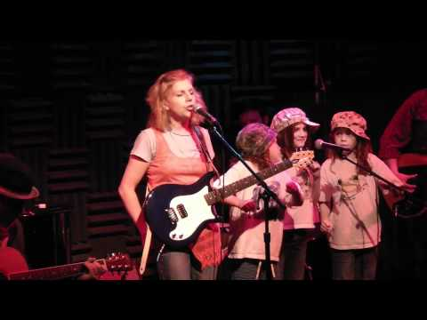 Tanya Donelly, daughter and friends perform at Indie Lullabies release party, Joe's Pub 06.18.2011