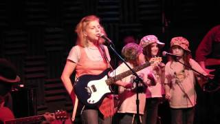 Tanya Donelly, daughter and friends perform at Indie Lullabies release party, Joe