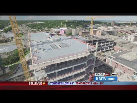 UNMC marks milestone in Buffet Cancer Center construction