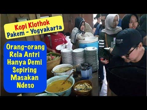 kopi-klothok-yogyakarta---orang-rela-antri-demi-sepiring-makanan-ndeso