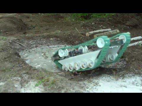 Испытание самодельного танка на полигоне.