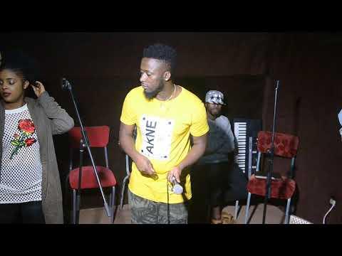 'Too much' iri mu ndirimbo Safi Madiba na Marina bazaririmba mu gitaramo bazahuriramo na Harmonize: