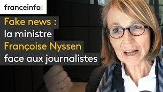Fake news : la ministre face aux journalistes