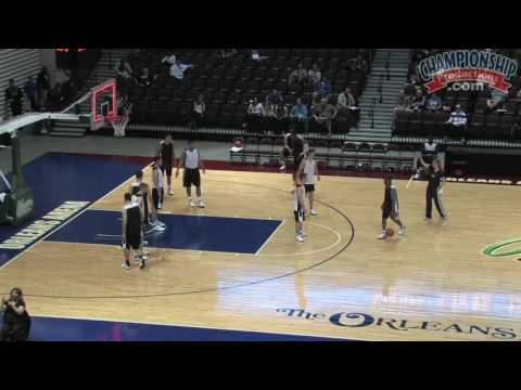 Lindsay Gottlieb: Attacking Zone Defenses With Continuity Offenses & Quick Hitters