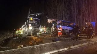 Трагедия во Франции: поезд разорвал школьный автобус пополам (новости)