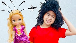 Jannie and Andrew Pretend Play with Hair and Beauty Salon Toys To Get Rid of Lice