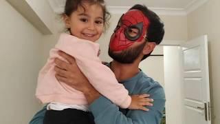 Ayşe Ebrar ın Başına Gelmeyen Kalmadı. Örümcek Adam İmdadına Yetişti. Eğlenceli Çocuk Videosu