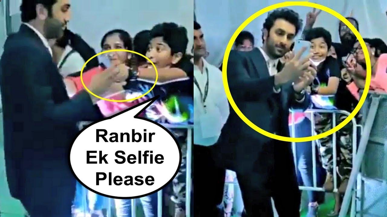 Ranbir Kapoor Sweet Gesture Towards Fans In Bangkok