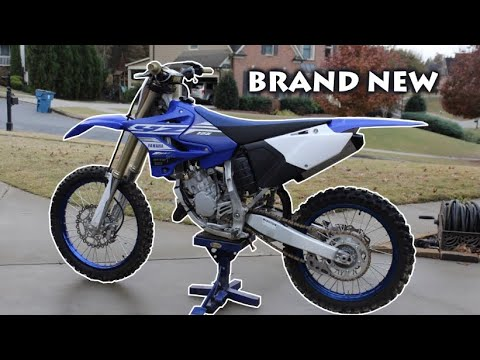 MY NEW 2019 Yamaha YZ125 2 STROKE DIRT BIKE + SOUND & REVVING