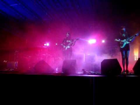 Baby don't go - Dum Dum Girls @ Soundlabs festival 2010