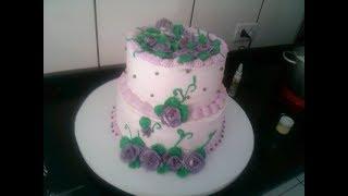 Montando e confeitando bolo de 2 andares