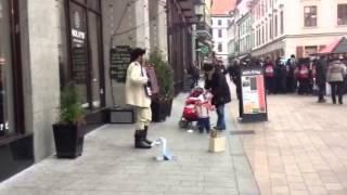 ブラティスラバの大道芸人