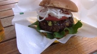 Wegetariański hamburger z fasolą |  Mega skrzyżowanie - Shibuya Crossing | Tokyo [42]