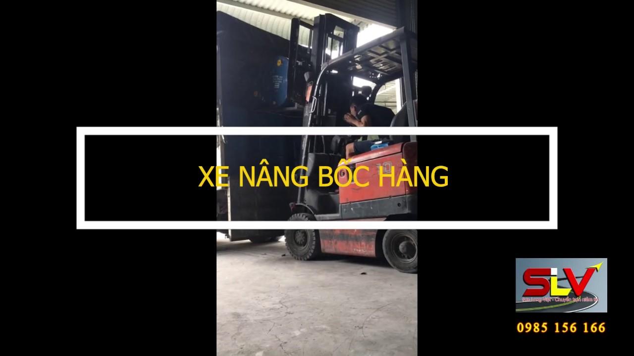 Xe nâng bốc dỡ hàng hóa chuyên nghiệp tại kho | Vận Tải Sơn Long Việt