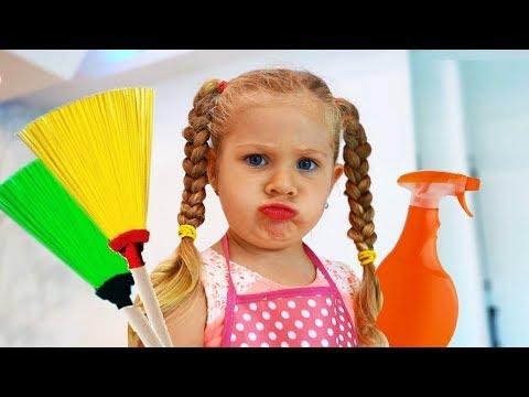 डायना मम्मी की मदद करती है! बच्चे साफ–सफाई के खिलोनों से खेलते हैं!