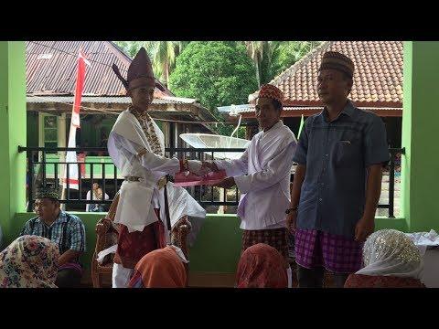 Penyematan Simbol Tahta Kebandakhan pada Tayuh Bandakh Penyandingan Kelumbayan